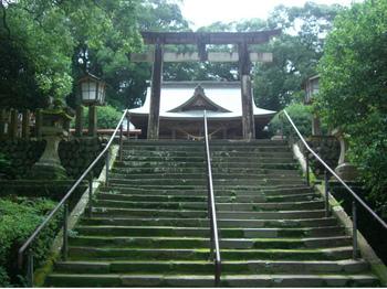 3都万神社拝殿前階段.JPG