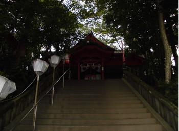 4国富町 本庄稲荷神社階段参道.JPG