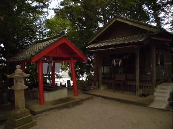 5国富町 本庄稲荷神社 境内神社と手水舎.JPG