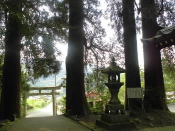五ヶ瀬町5 祇園神社 入り口付近風景.jpg