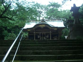 住吉神社本殿前階段2.JPG
