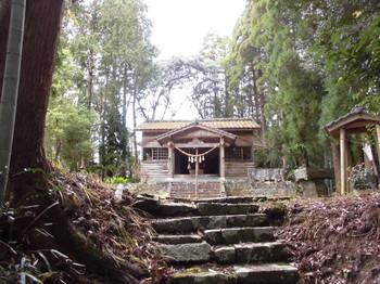 北川町 長井神社 階段参道頂上付近.JPG