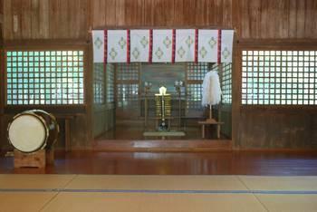 宮崎市11 江田神社 お社内.jpg