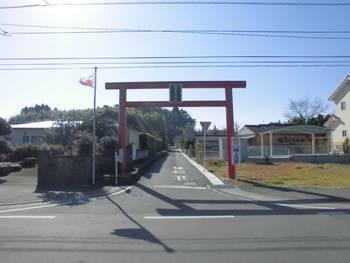 宮崎市1 倉岡神社 県道沿い鳥居.jpg