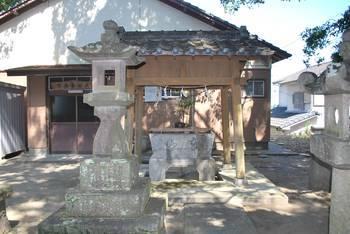 宮崎市3 加護神社 手水舎.jpg