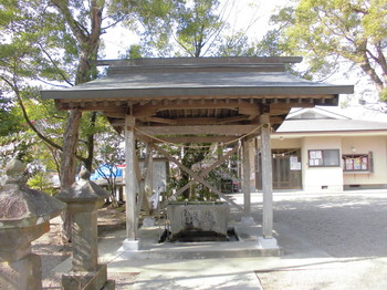 宮崎市 大塚八幡神社  手水舎.JPG