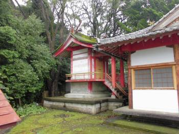 小林市10 稲荷神社(いなりじんじゃ)ご本殿.jpg