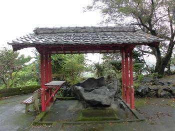 小林市2 稲荷神社(いなりじんじゃ)手水舎.jpg