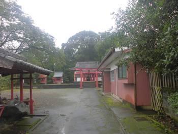 小林市4 稲荷神社(いなりじんじゃ)正面ご社殿.jpg