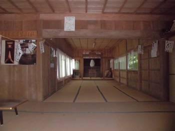 小林市7 岩戸神社 お社内.jpg