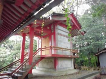 小林市9 稲荷神社(いなりじんじゃ)ご本殿2.jpg