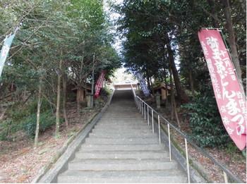 山之口  的野正八幡宮 階段参道.JPG