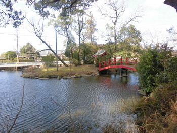 山之口町 南方神社 境内お池.JPG