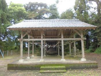 川南町3 上名貫神社 ご社殿前2.jpg
