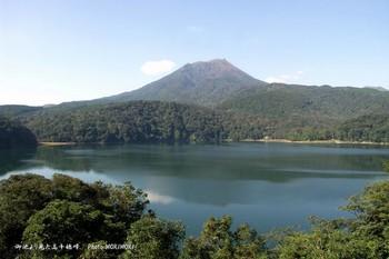御池と高千穂峰.jpg