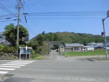 新富町1 新田神社 入り口鳥居.jpg