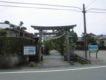 新富町2 水沼神社 入り口鳥居2.jpg