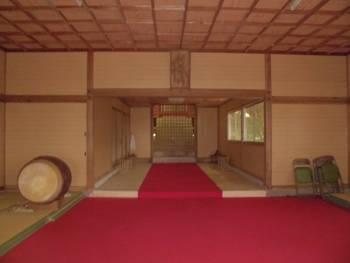 新富町9 新田神社 お社内.jpg
