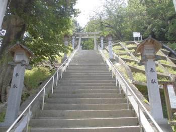 日向市2 鉾島神社 階段参道.jpg