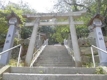 日向市3 鉾島神社 階段参道中段.jpg