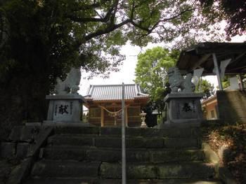 日向市 栗尾神社 参道階段.jpg