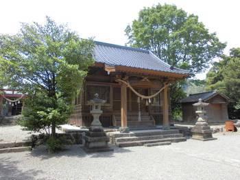 日向市 栗尾神社 社殿全景.jpg