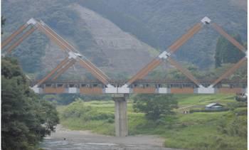 西米良村 木で完成した大きな橋2.jpg