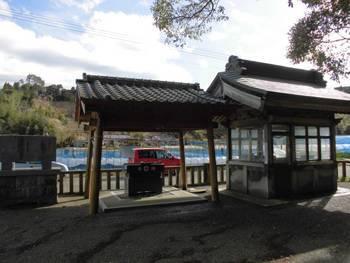 西都市2 鹿野田神社 手水舎.jpg