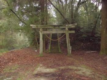 西都市3 芳野神社(よしのじんじゃ) 入り口鳥居.jpg