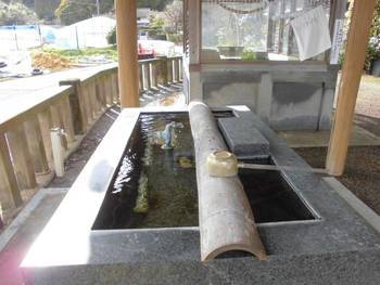 西都市3 鹿野田神社 御手洗.jpg