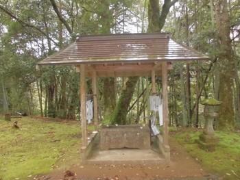 西都市4 芳野神社(よしのじんじゃ)手水舎.jpg