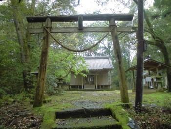 西都市5 芳野神社(よしのじんじゃ)正面社殿.jpg