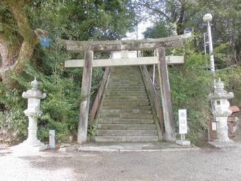 西都市5 鹿野田神社 階段参道.jpg