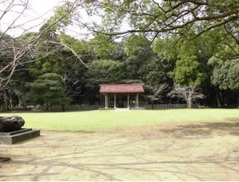 西都市・西都原公園内 御陵神門2.jpg