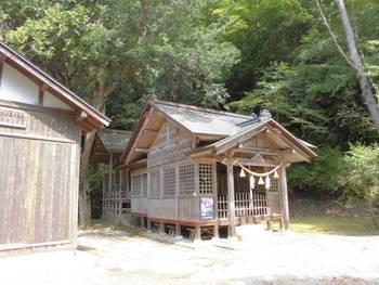 諸塚村11 諸塚神社 ご社殿全景.jpg