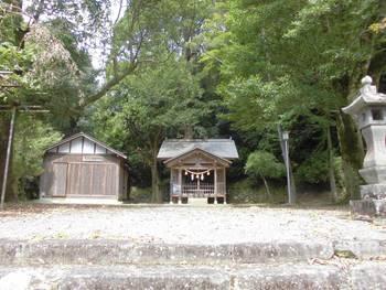 諸塚村3 諸塚神社 正面ご社殿.jpg