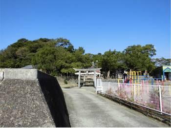 門川町1 尾末神社 入口付近.jpg