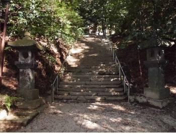 高千穂町2 槵觸神社 参道階段.jpg
