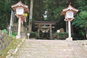高千穂町1 落立神社(おちだちじんじゃ)入り口階段.jpg
