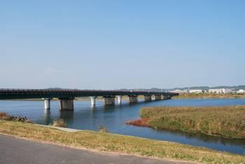 高鍋町12 稲荷神社(いなりじんじゃ)高鍋町 神社前堤防からの眺め.jpg