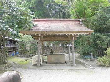 高鍋町4 舞鶴神社 手水舎.jpg
